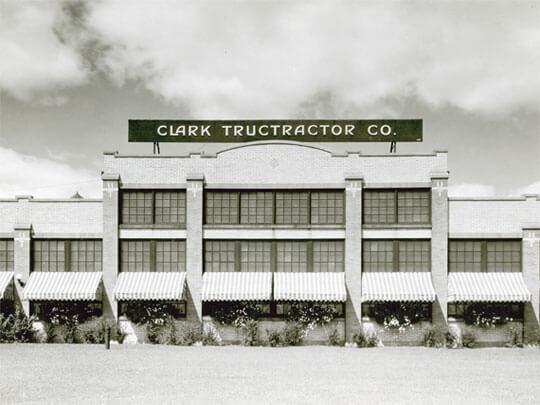 Založení továrny vMichiganu